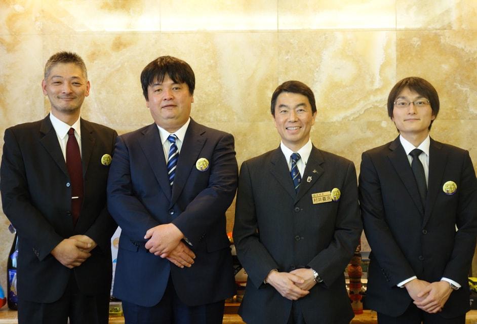 村井知事を表敬訪問(左から針生和馬、針生乾馬、村井知事、針生峻)