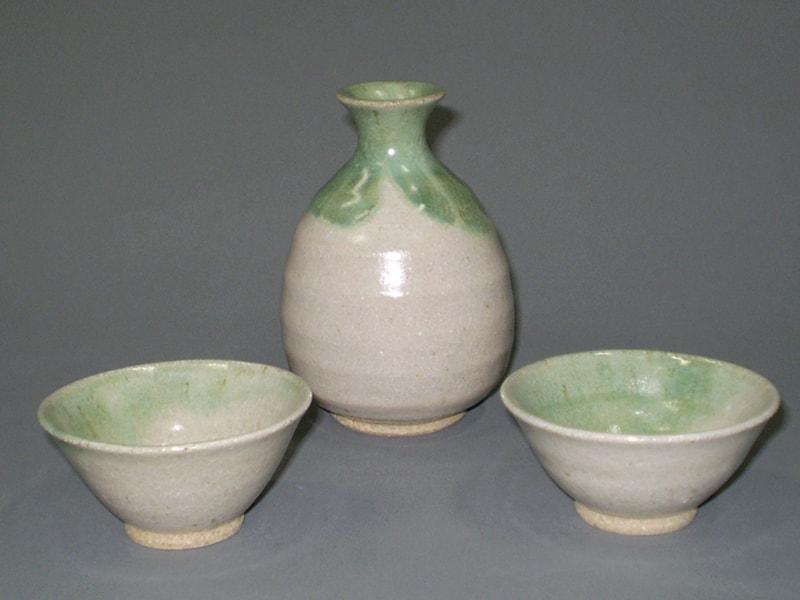 緑釉酒器揃(徳利1盃2)